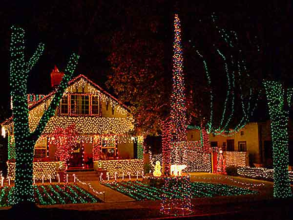 South Pasadena Christmas house (pizzabytheslice.com). - 2017 Holiday Tree Lighting Listings ColoradoBoulevard.net