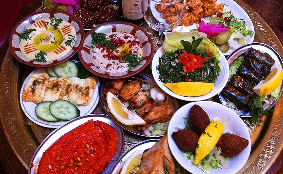 Appetizers (Photo - Safsaftunis, commons.wikimedia.org).